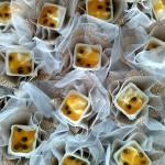 Docinho - Copinho de chocolate branco e recheio de mousse de maracujá